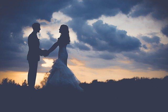 האם ניתן להפיק חתונת שטח באופן עצמאי?