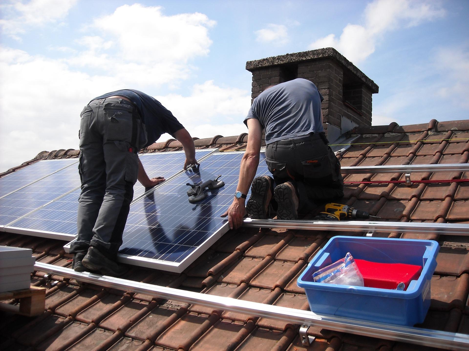 התקנת לוחות סולאריים בבית: זה ישתלם לכם