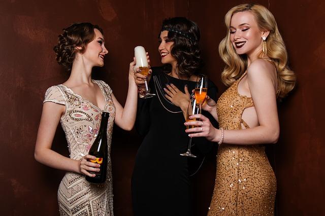 Read more about the article עיצוב שמלות ערב לאירועים: איך תהפכו למעצבי האופנה הכי חמים בשוק?